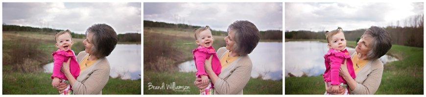 © Brandi Williamson Photography | Dover, New Philadelphia OH Photographer | great aunt & child