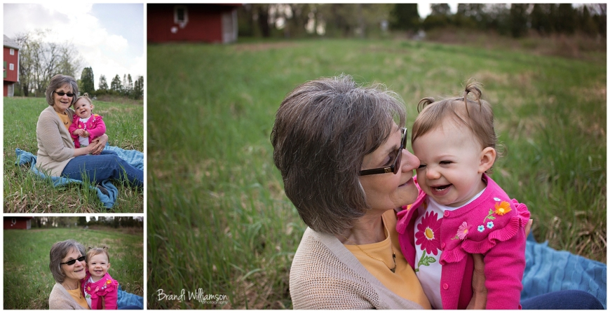 © Brandi Williamson Photography | Dover, New Philadelphia OH Photographer | aunt & child