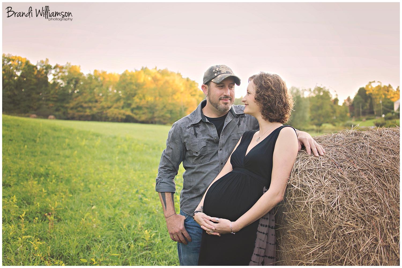 © Brandi Williamson Photography   Dover, New Philadelphia OH maternity photographer   www.brandiwilliamsonphotography.com