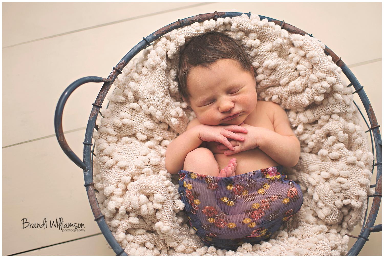 Dover, New Philadelphia Ohio newborn and family photographer | 5 days new | © Brandi Williamson Photography