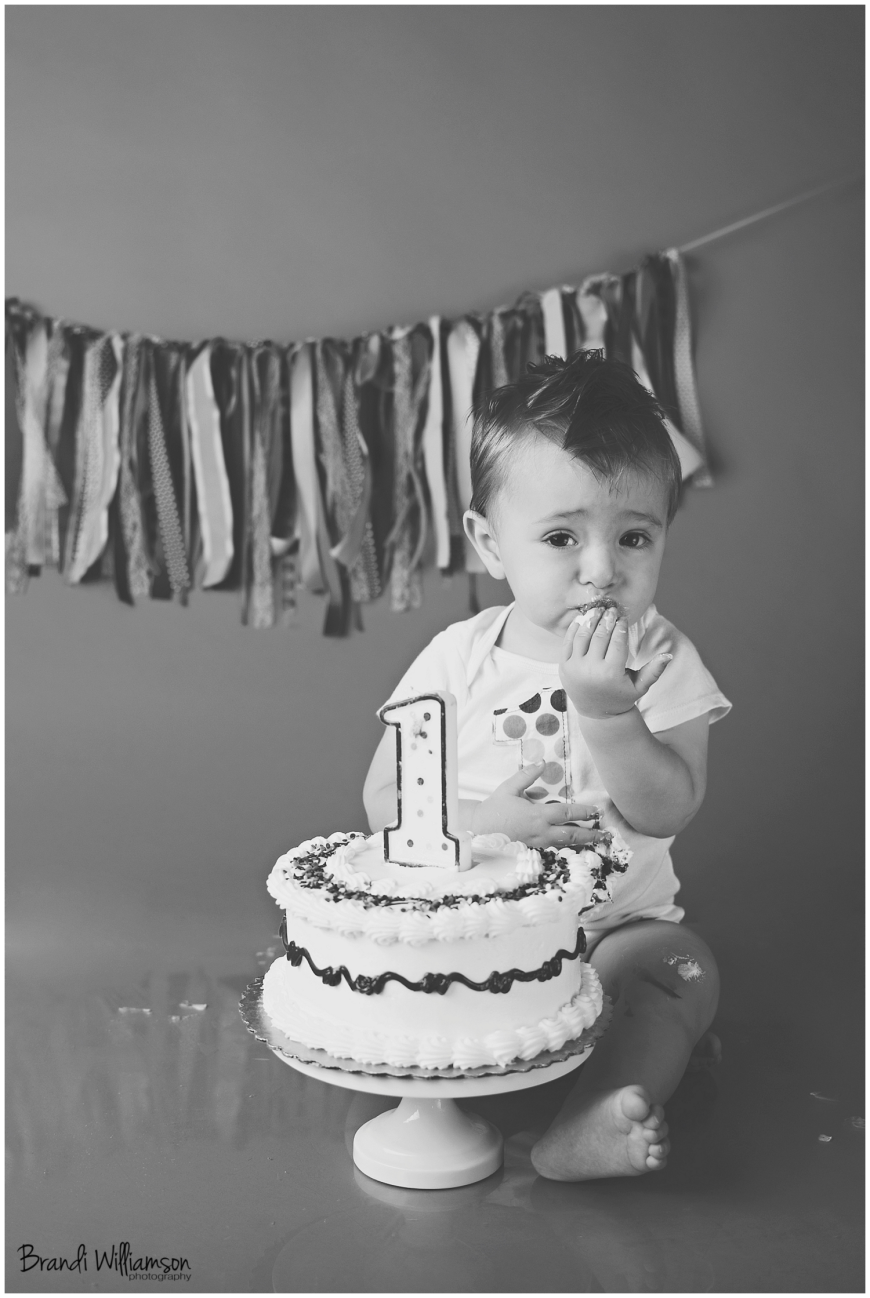 © Brandi Williamson Photography | Dover, New Philadelphia OH 1st birthday smash cake photographer